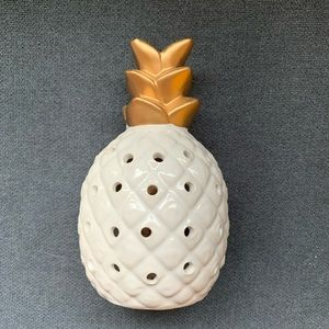 White & Gold Small Pineapple
